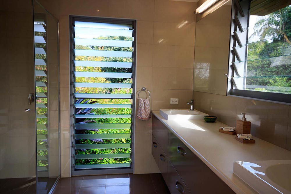 bathroom-2-at montville-accommodation
