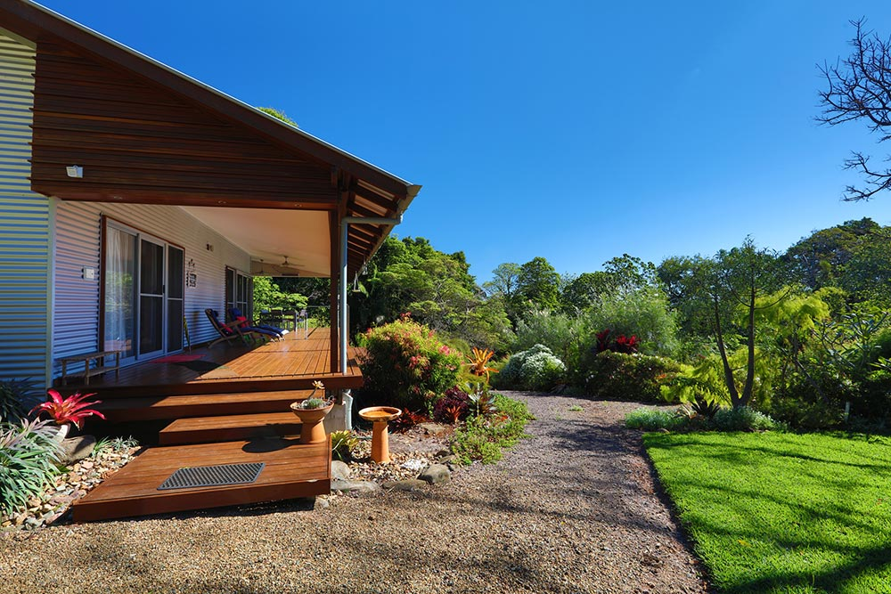 cabin-deck-at montville-accommodation
